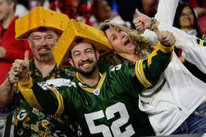 "Packers ask fans to link arms, Fans chant ""USA"" instead"