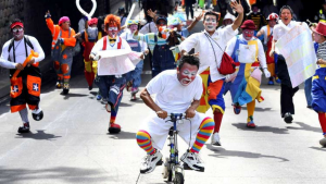 """CLOWN UPRISING: CLOWNS RALLY TO PROTEST """"IT"""""""