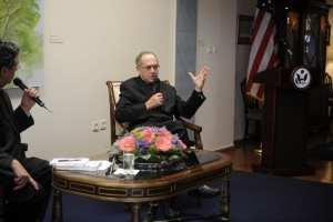 Alan Dershowitz dumps cold water on Michael Cohen narrative