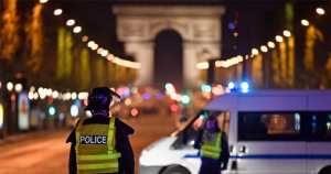 Seven wounded, including two British tourists in Paris knife attack