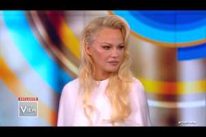 Pamela Anderson: Everyone in the world should vote for US President