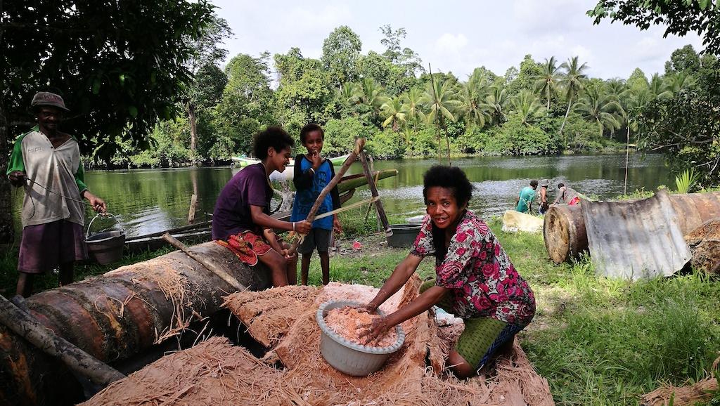 Papuan Locals Puragi
