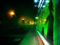 Podczas przygotowania witryny w Miasteczku zawisła mgła.