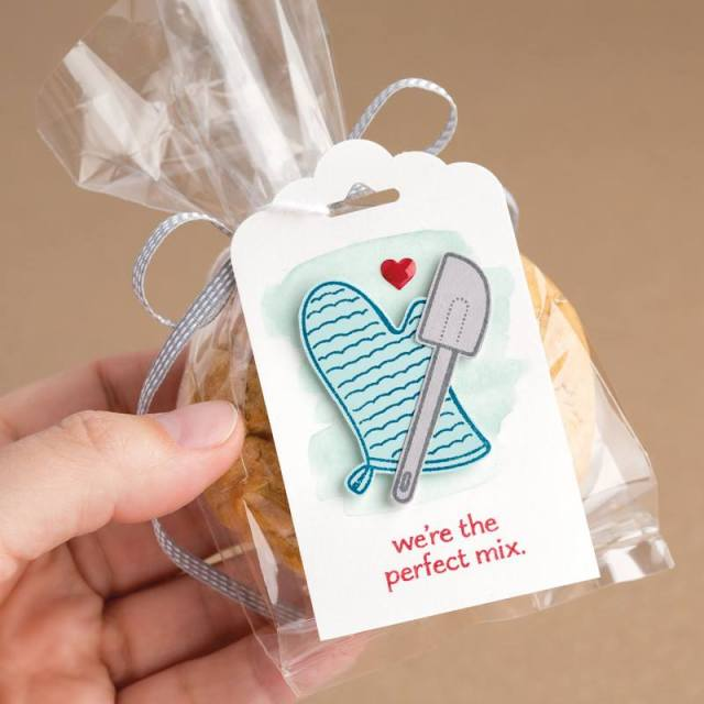 Use the scalloped tag topper punch to make this adorable tag.