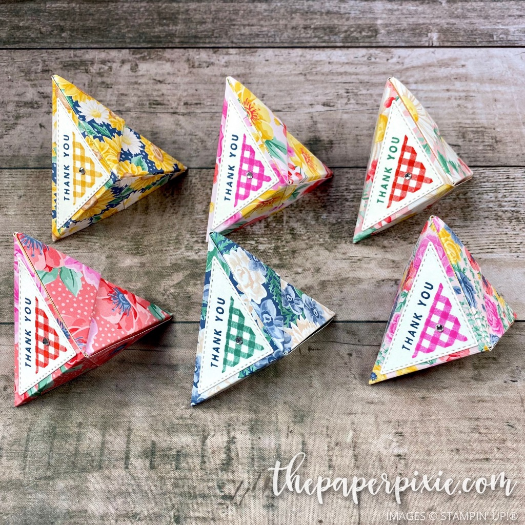 Triangle self-closing treat holder