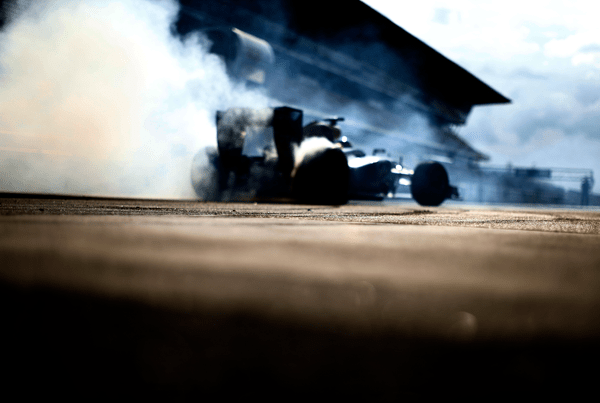 F1 RB9 tire smoke c600
