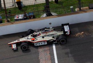JR Hildebrand crosses the finish line despite wrecking on the final lap -- Photo by: LAT Photo USA