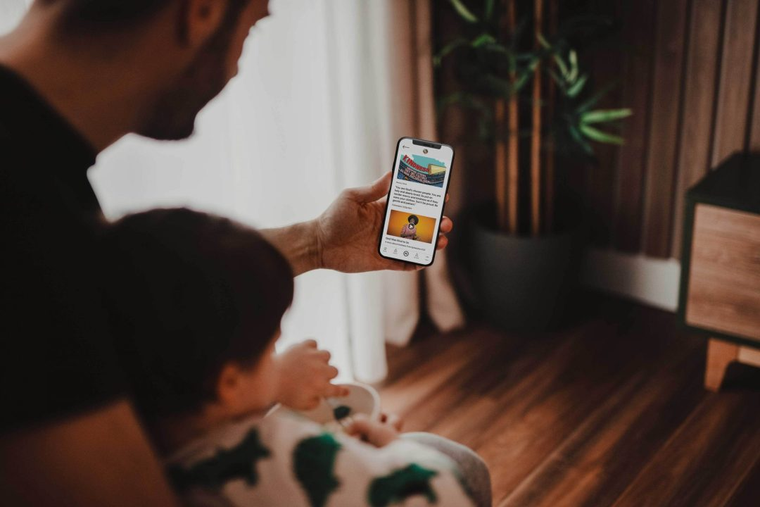 Dad and Child with Parent Cue App