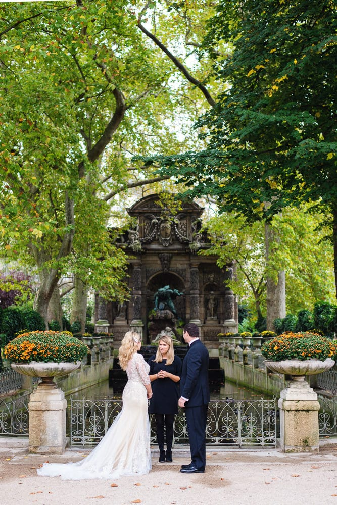 Couple from New York eloping in Paris at the Fontaine des Medicis - Luxembourg Gardens