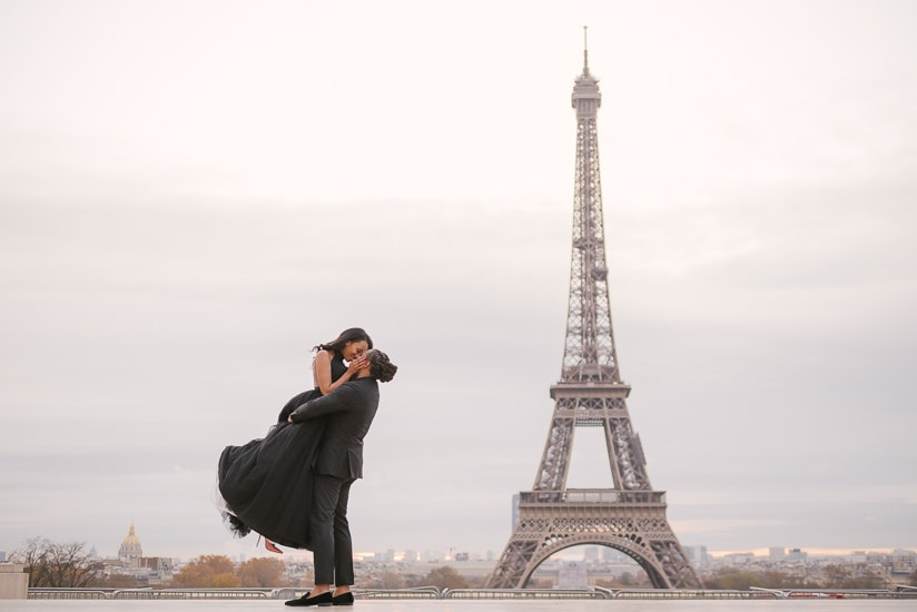 Cute couple photoshoot in Paris - Elegant gentleman lifting his girlfriend and having a romantic moment