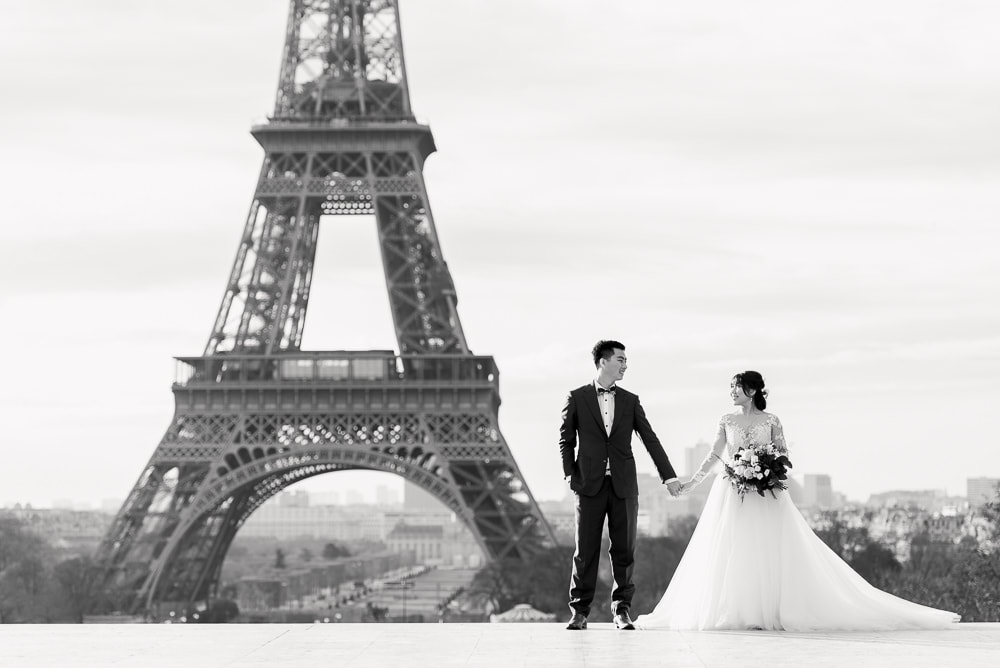 Pre wedding pictures poses - Simply holding hands and looking at each other-full size