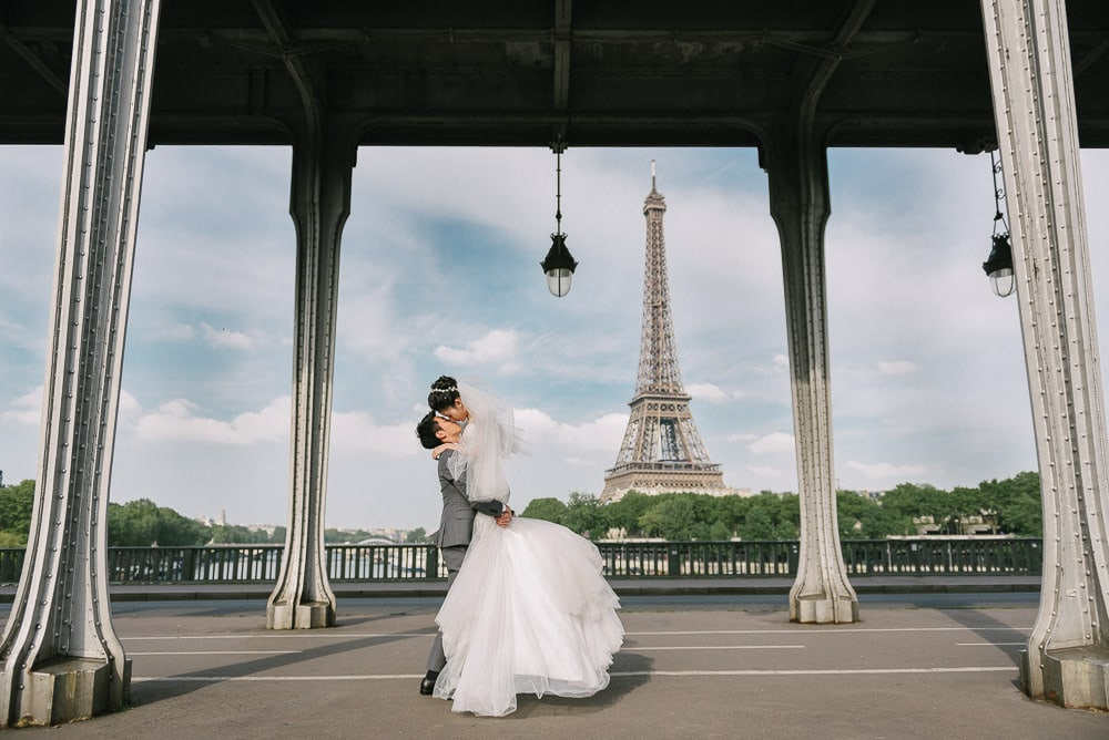 paris wedding photoshoot package - The romantic lift