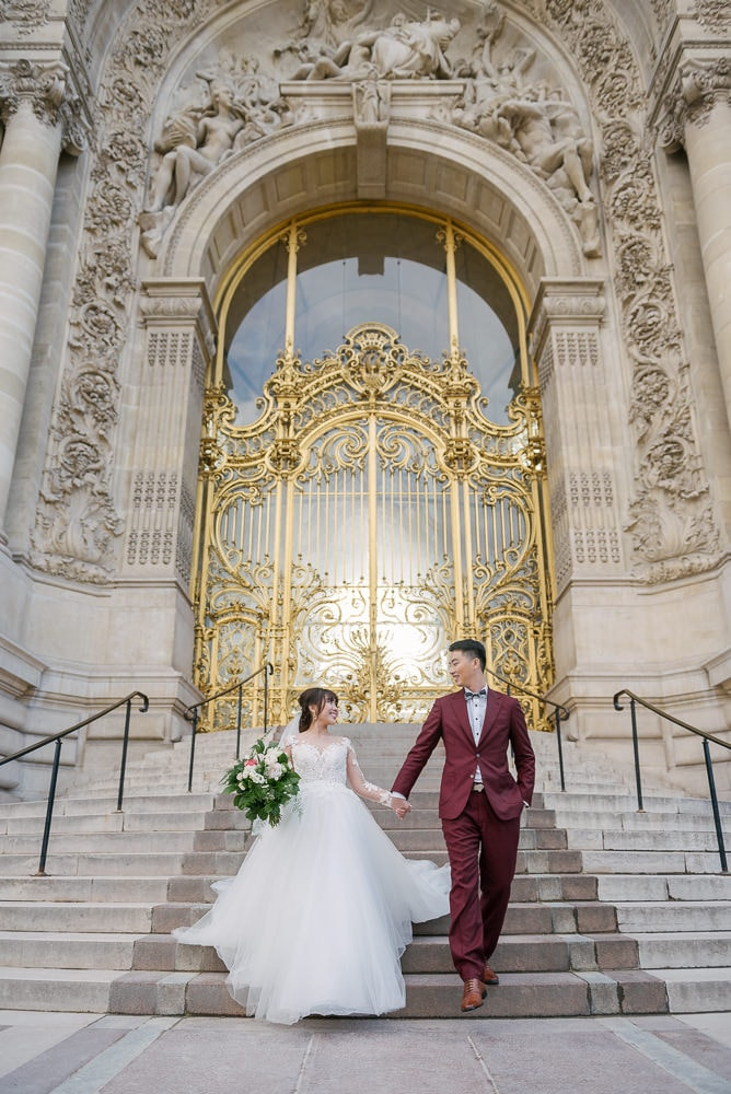 pre wedding pictures poses - walking down the stairs of petit palais