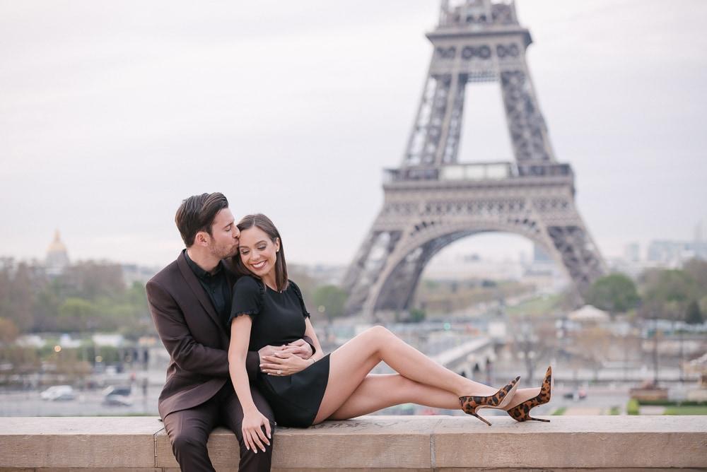 Couple photo shoot ideas - kiss on the forehead is so romantic