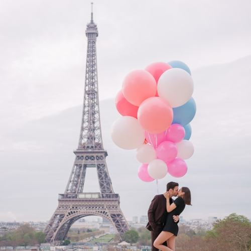 Paris engagement photo shoot props - White, blue and red big balloons
