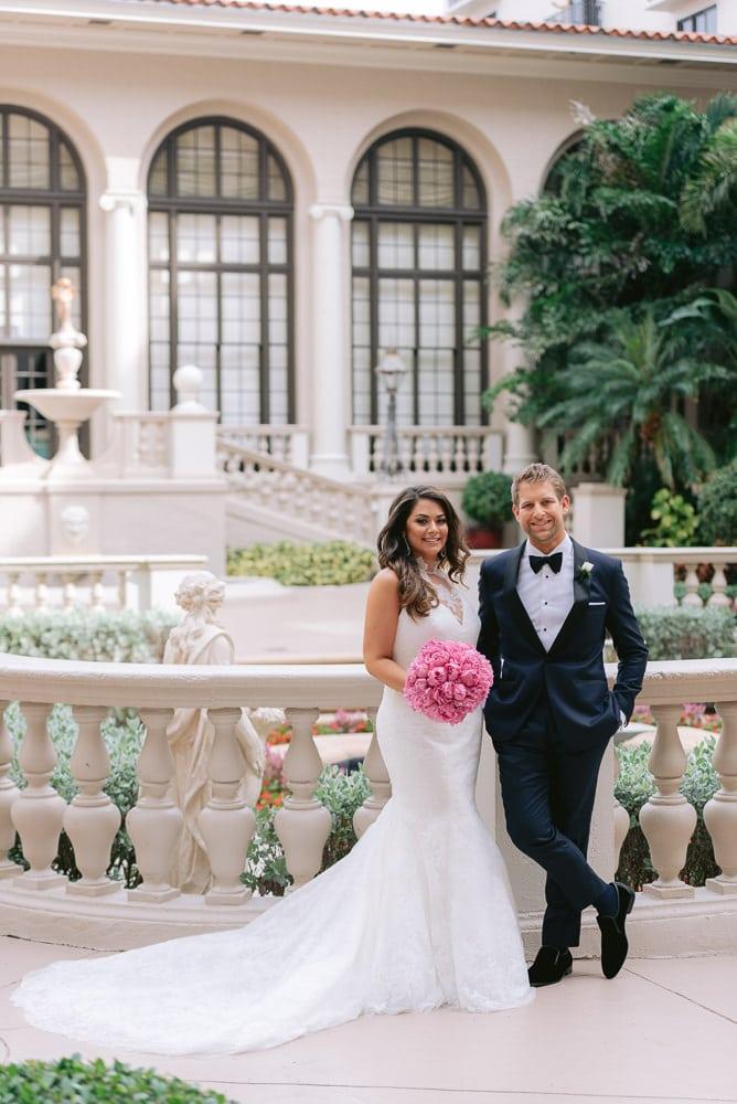 Couples photo on a wedding day by Paris Wedding Photographer Fran Boloni