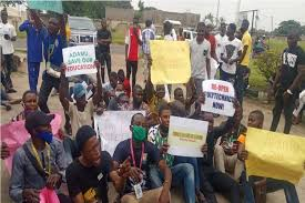 Nigerian Students Protest School Closure