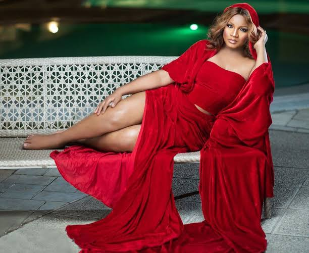 Omotola Fumes over allegation of Love affair with Oshiomole
