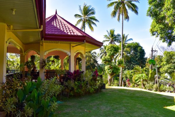 hilltop bed and breakfast looc tablas philippines