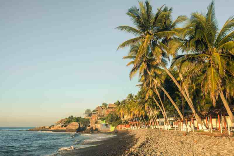 best beaches to stay in El Salvador