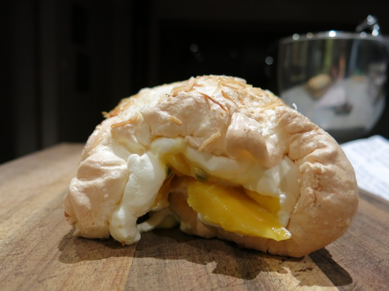 Passionfruit and Mango Pavlova Roll 08.01 (1)