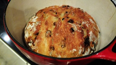 Bread successfully baked in a pot.