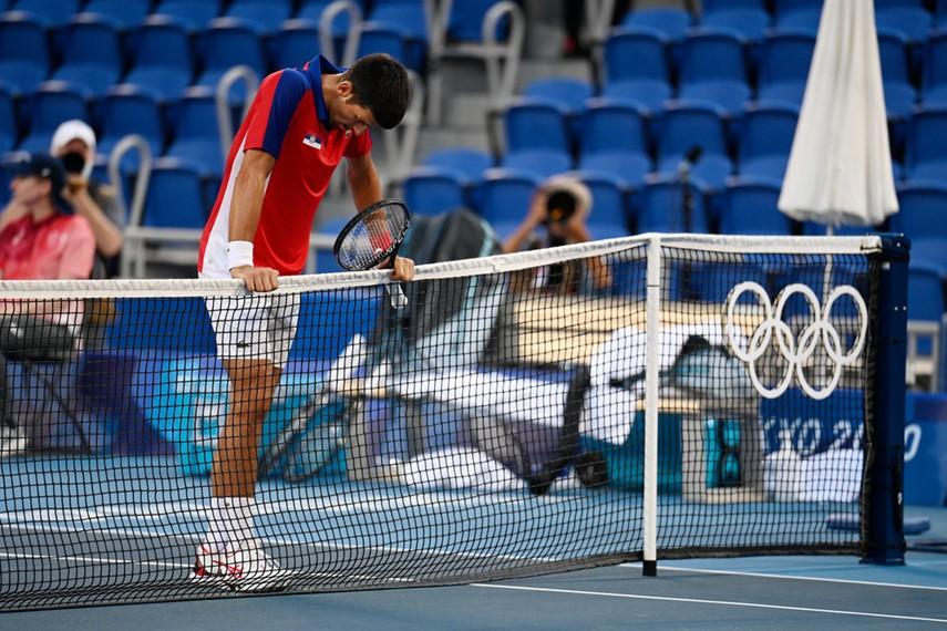 Piers Morgan vs Novak Djokovic (SRB) at the net after his defeat in the bronze medal match ( Credit: Kopatsch/Sato/Sidorjak)