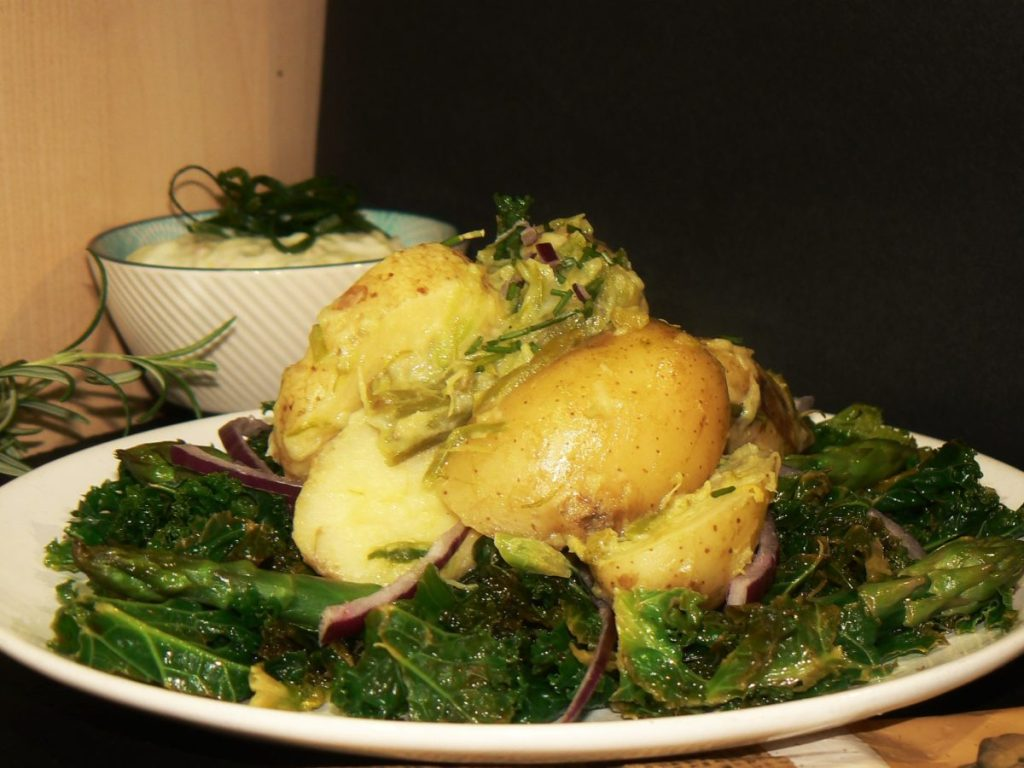 Creamy Cheesy Vegan Potato & Kale Spring Salad, perfect way to banish those winter blues and full of immune boosting vitamins to keep the bugs away!