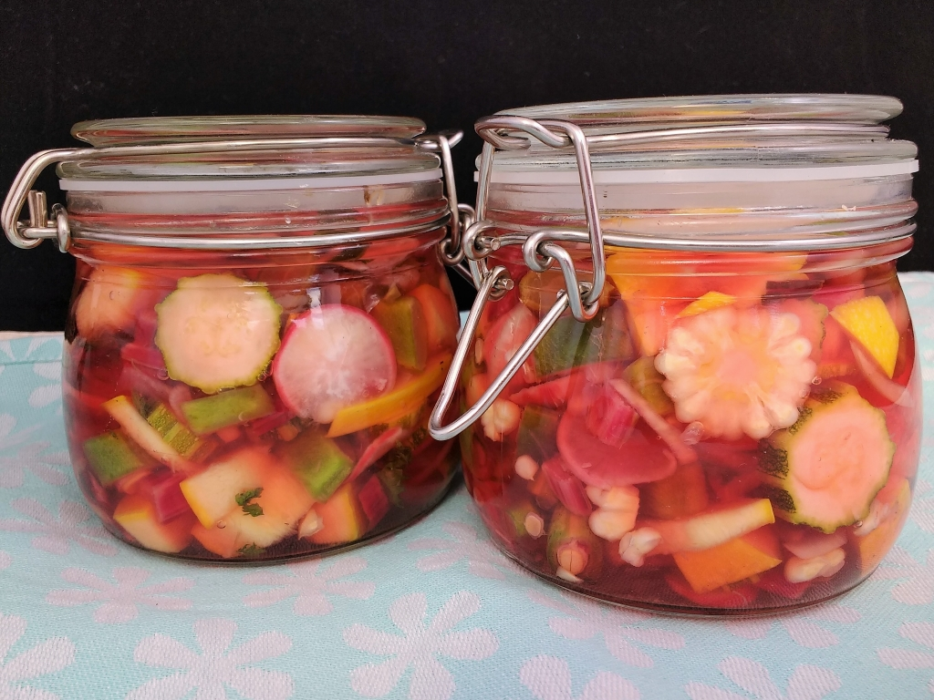 The Freefrom Gang are back once again celebrating all things Seasonal with a bounty of #FreeFromHarvest recipes. My contribution comes straight from our plot to your plate... its my Easy Peasy Peachicks @No17 Pink Pickles! Jars of Crisp, crunchy veggies, preserved at their best in a delicate pink Apple Cider Vinegar pickling liquid. They are also a very tasty way to use up those stringy runners that would otherwise be consigned to the compost!