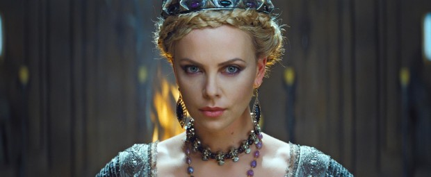 Is It Only Visual Vanity At Stake? SNOW WHITE AND THE HUNTSMAN Review 2