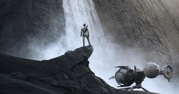"""I Am Wall:E"" Watch Tom Cruise In Oblivion Trailer One"