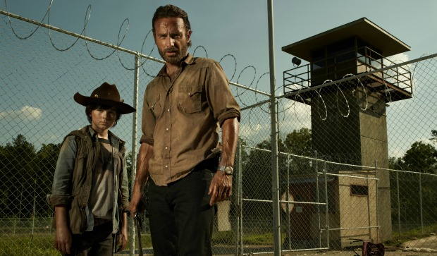 Win The Walking Dead : The complete Season 3 Box Set And Hoodie!
