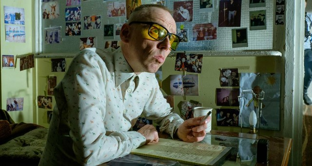 Spud Tries A New Addiction In T2: Trainspotting Featurette