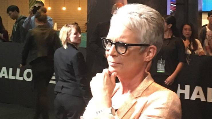 Halloween Interview – JAMIE LEE CURTIS on the Black carpet talks with authority!!
