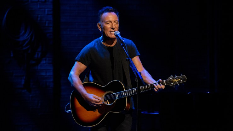 Watch Springsteen on Broadway Trailer 'The Boss' Is Coming To Netflix