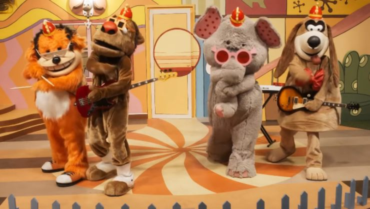 Put On Your Happiest Faces Its The Banana Splits The Movie Trailer!