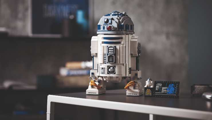 Get The Biggest Ever Buildable R2-D2 From Lego!