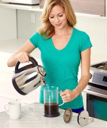 making coffee using the french press