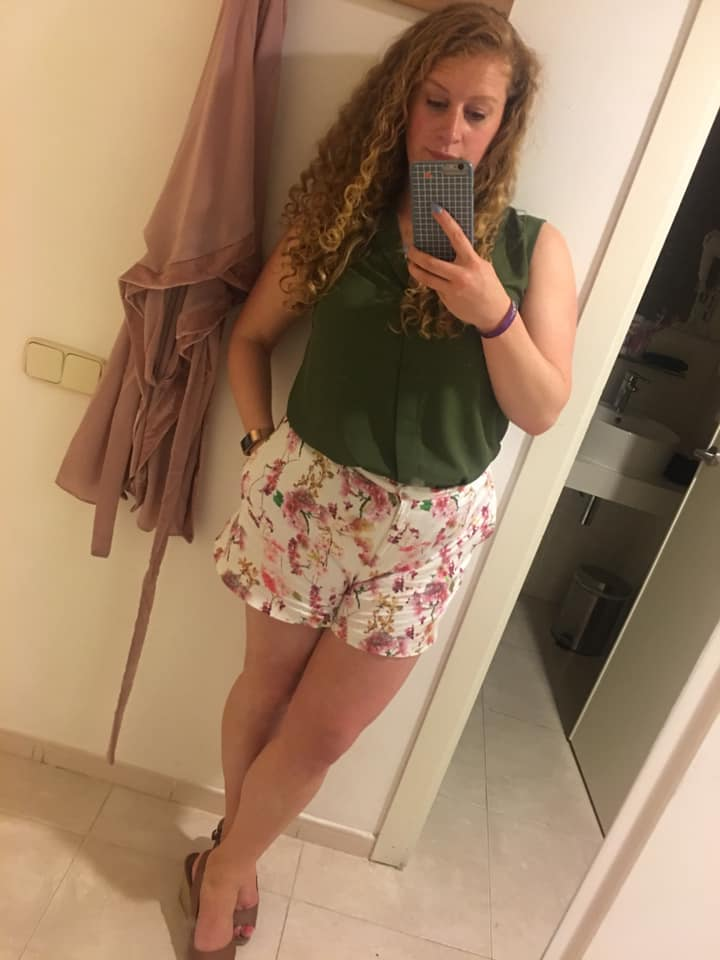 10 years after I got married - wearing shorts and top on holiday. Looking healthy ans comfortable in my own skin.