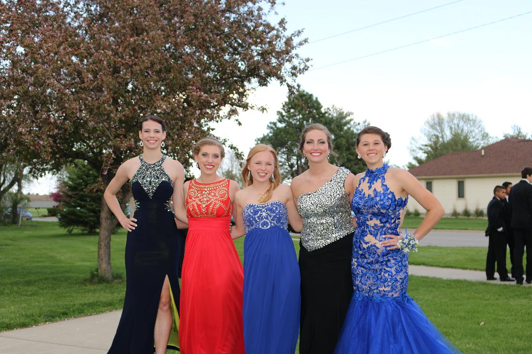 junior senior prom The prom committee is excited to introduce this year's prom, be our guest, on may 6, 2016, at the stonegate in hoffman estates at 6:30 pm the event will be held.