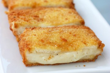 How to Make Mozzarella In Carrozza - Italian deep-fried mozzarella sandwich - Golden crisp on the outside and creamy melt-in-your-mouth on the inside.