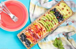 This No-Bake Yogurt Fruit Tart is a healthy protein-packed and gluten-free dessert ready in just 20 min - A refreshing and colorful treat to enjoy on hot summer days. Plus, it can be easily made #vegan and #dairyfree! Recipe from thepetitecook.com