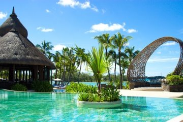 Shangri-La Le Touessrok is one of the best places for a luxury and relaxing holiday on the paradise island of Mauritius. Check out the review on The Petite Cook - www.thepetitecook.com