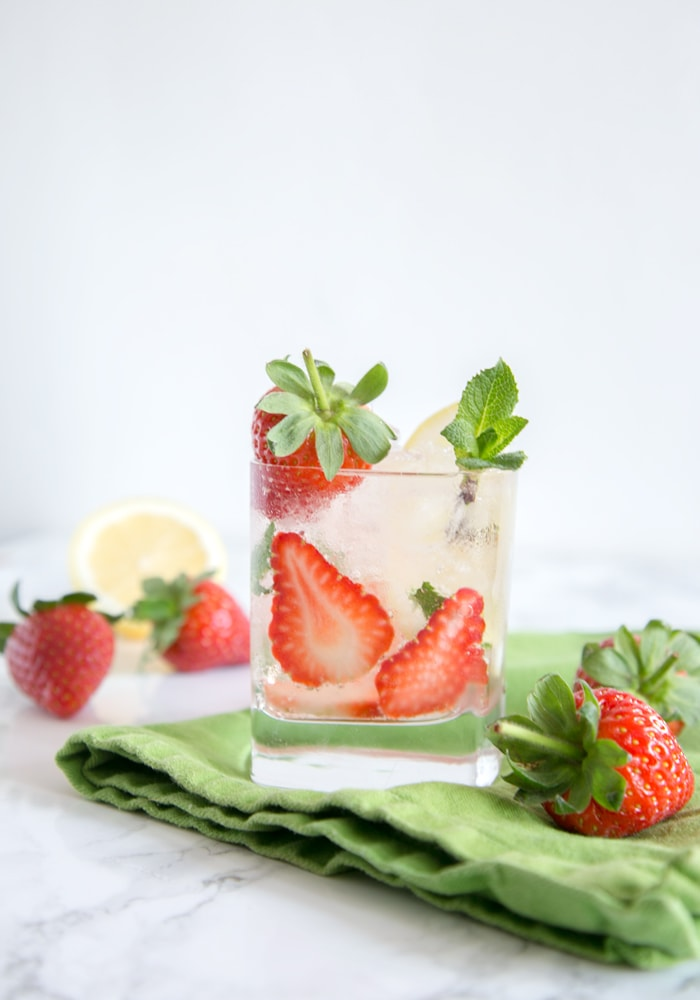 Fizzy, boozy and refreshing, this Strawberry Gin Fizz has it all! Ready in no time with simple ingredients, it's the perfect drink to enjoy all summer long! Recipe from The Petite Cook