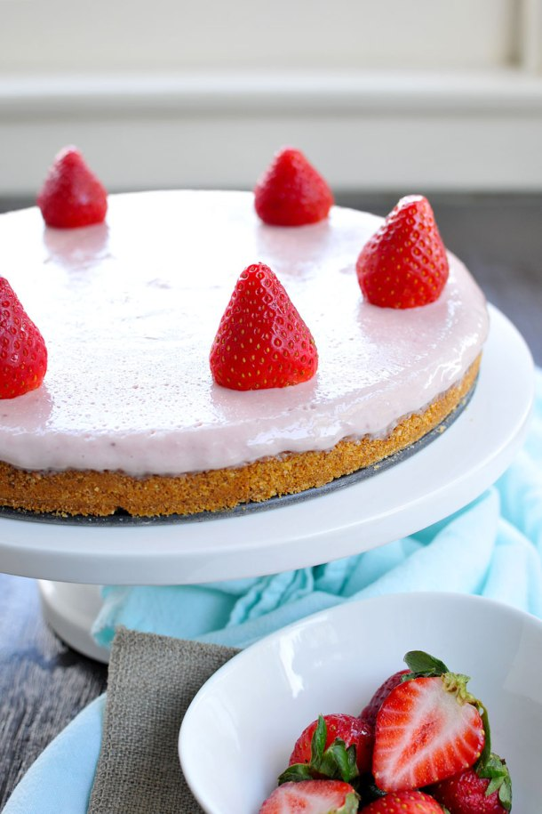 """Simple """"Strawberry Milk"""" Icebox Pie 