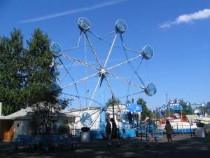 Amusement_park_ride