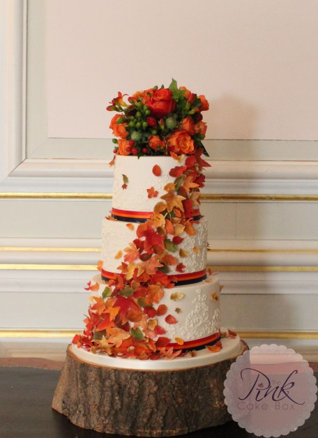 autumn-leaf-cascade-wedding-cake