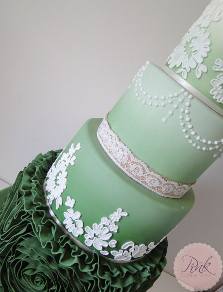 forest-green-ruffle-lace-wedding-cake