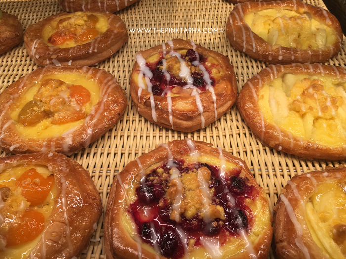 The Plunders: light pastry with custard filling and fruit toppings