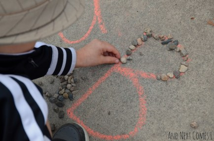alphabet-learning-with-chalk-rocks-4